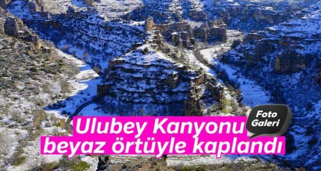 Uşak'ta etkili olan kar yağışı, ABD'deki Grand Kanyon'dan sonra 77 kilometrelik uzunluğuyla dünyanın en uzun ikinci kanyonu olarak bilinen Ulubey Kanyonu'nu beyaza bürüdü.