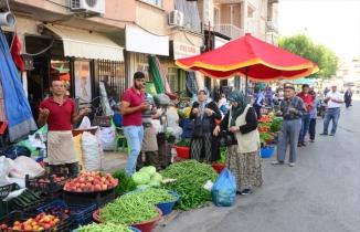 Uşak'ta semt pazarının duasını zabıta memuru yaptırıyor
