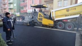 Çivril Caddesi'nde asfaltlama çalışmaları başladı