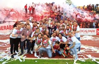 UTAŞ Uşakspor Şampiyonluk Kupasını Kaldırdı