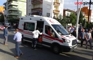 Motosiklet öğrenci servisine çarptı; 1'i ağır 2 yaralı