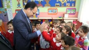 Başkan Cahan, anaokulunda eğitim gören minikleri ziyaret etti