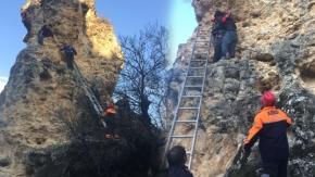 Uşak'ta çıktığı kayadan inemeyen genci AFAD kurtardı