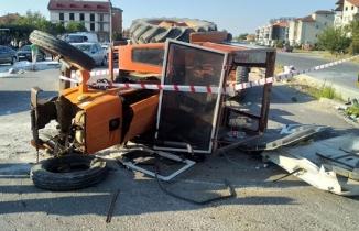 Denizli'de servis minibüsü ile traktörün çarpışması güvenlik kamerasında